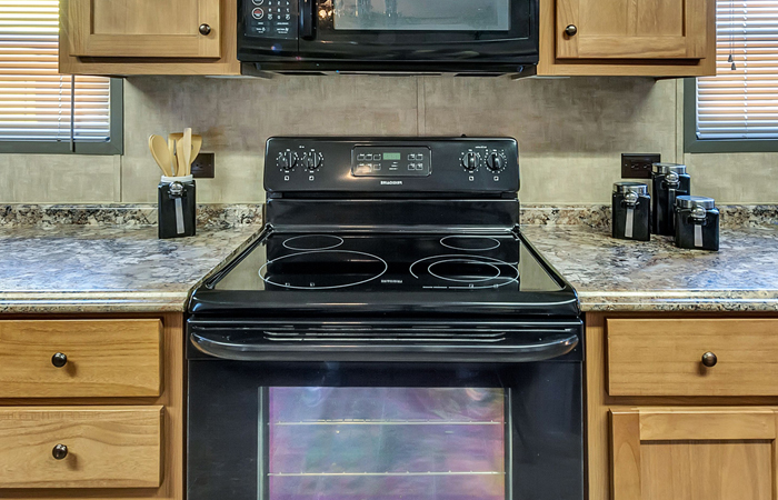 Blk Electric Range Smooth-Top Self-Cleaning